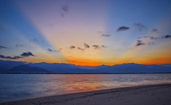 Sunset Keemasan Pulau Sawo